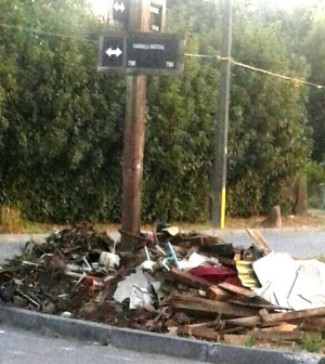 Vecinos denuncian escombros en calle alberto pohl y for Calle mistral